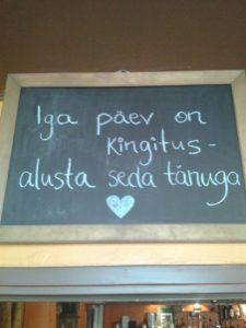 26.06.13 Maarja Mägi_Pärnus kohvikus hakkas silma