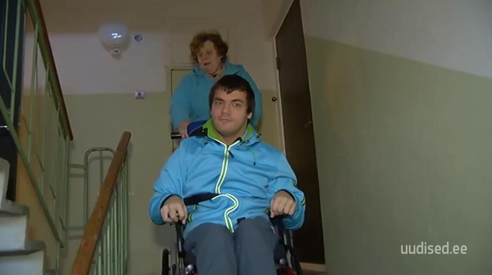 """LIIGUTAV VIDEO! Saatest """"Inglite aeg"""" abi saanud perekond aitas teist liikumispuudega meest"""