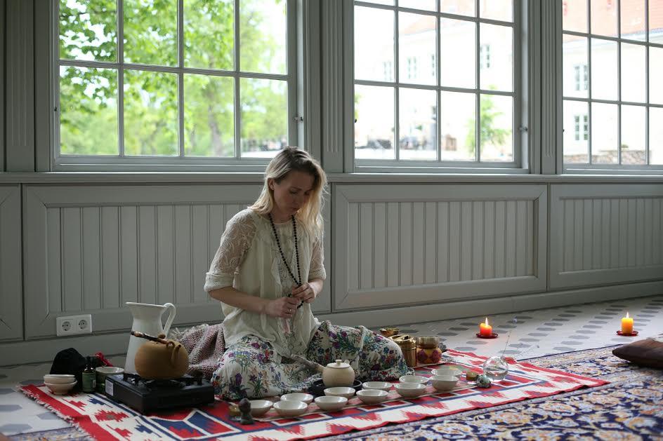 ELUSTIILIPÄEV MÄRTSIS! Elina Naani Elustiilipäeva TeeRingist: tee aitab vaigistada meelt ja luua korda meie põhjatus sisekosmoses