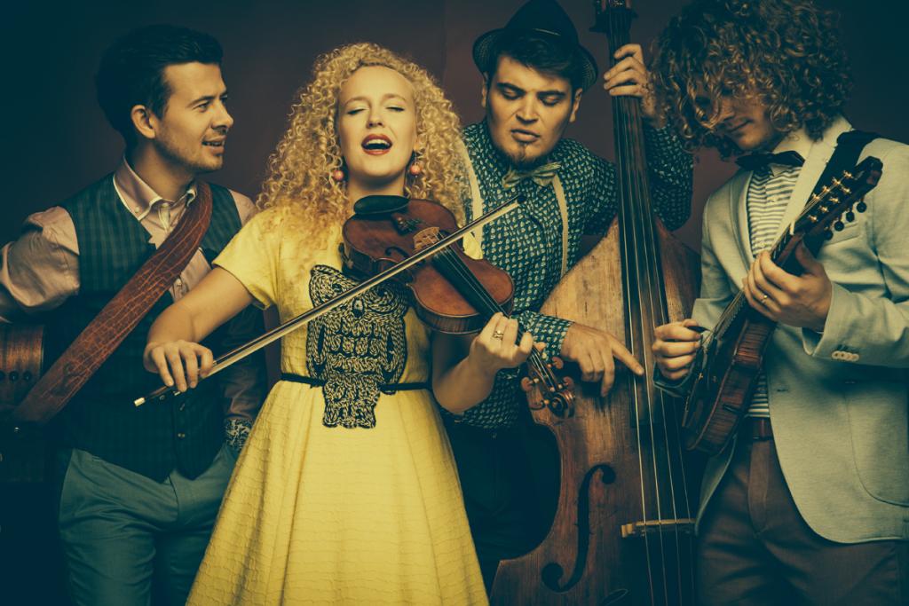 curly-strings