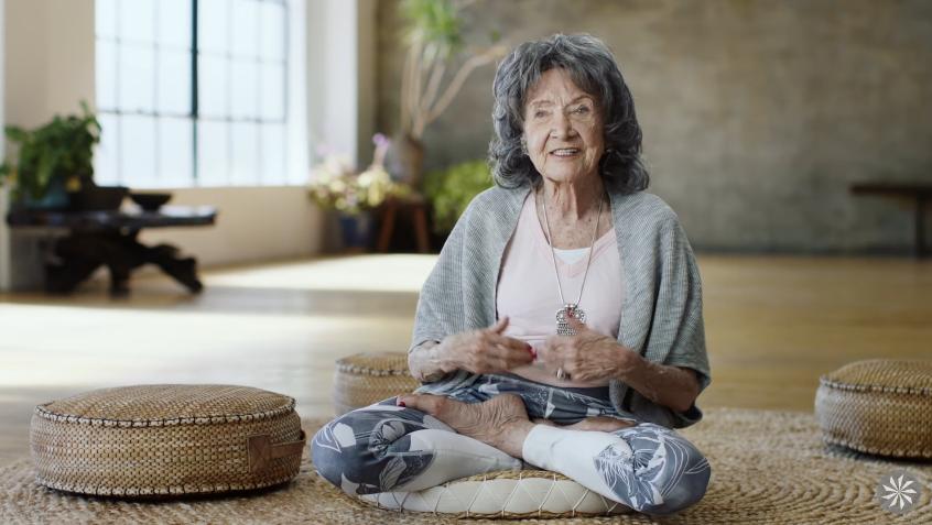 JOOGAVETERAN! Tao Pochon-Lynch tõestab 90 aastat edukalt, et jooga on naiselik ja tervislik