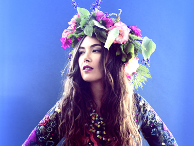 Tallinnas esineb Ülemaailmse Rahu Laulu sõnumikandja Tina Malia