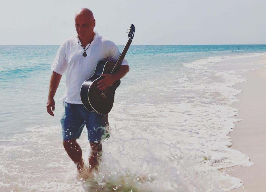 Müügigurust kitarrist! Ekke Lainsalu korraldab kitarrimuusikaga rännaku