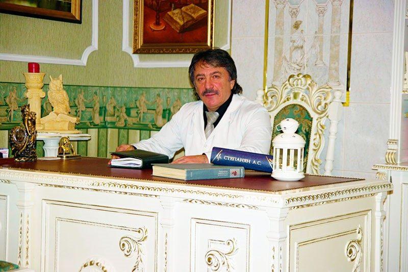 Albert Stepanjan: ravimisega tegeleb meditsiin, mina aitan inimest ja kasvatan tema usku endasse