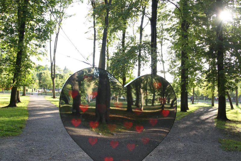 OTSI ÜLES! Kadrioru valgusfestivalil on heategevuslik südamevalguse installatsioon