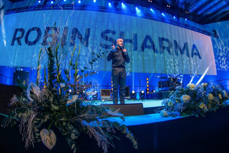 Robin Sharma Eesti suurimal seminaril: tulevastele kangelastele sisendatakse kogu aeg keskpärasust