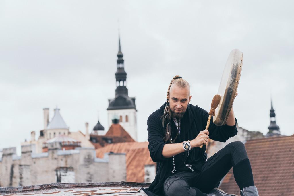 Tom trummiga katusel foto Kadri Valsberg